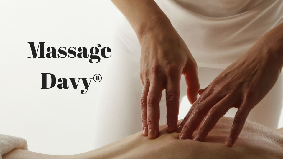 massage hands giving a massage on the back of a client and text : massage davy